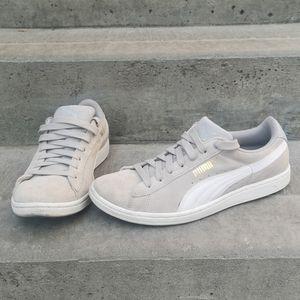 Puma suede shoes sz 8